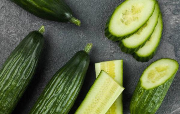 Ogórek faszerowany sałatką warzywną